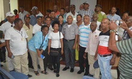 Coronel Brea Román se reúne con dirigentes comunitarios de San Cristóbal