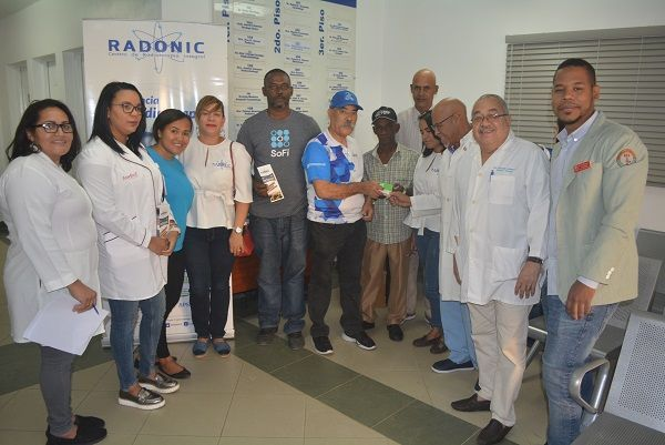 Cientos asisten a jornada gratuita sobre cáncer de próstata clínica San Cristóbal