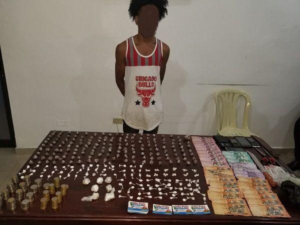 Policía Nacional apresa en San Cristóbal un hombre tras ocuparle decena de porciones de drogas