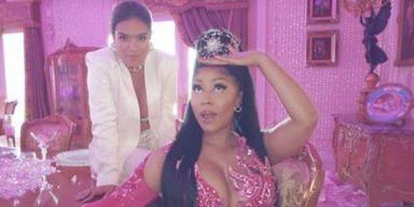 Karol G recurre a la «fuerza» de Nicki Minaj