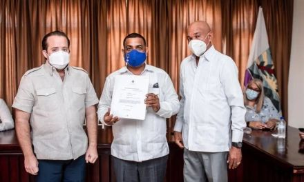 El Gobierno entrega RD$23 millones al cabildo de Barahona