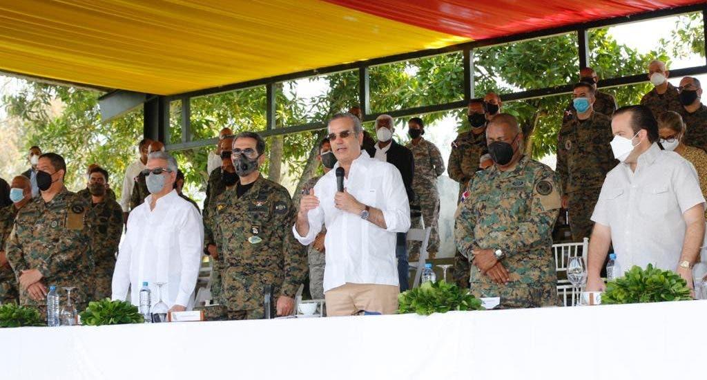 Abinader promete incremento salarial y otras mejoras a las Fuerzas Armadas