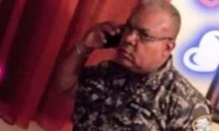 PN deja sin funciones a coronel que amenazó con apresar a la prensa durante toque de queda
