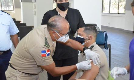 Comenzó ayer la vacunación a 58,000 militares
