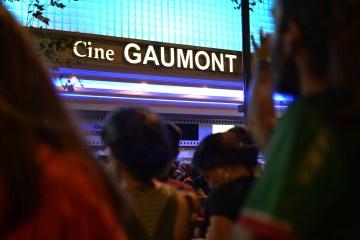 Cientos de cineastas, estudiantes y docentes se manifestaron contra el recorte presupuestario y el constante ataque a la industria cinematográfica nacional.