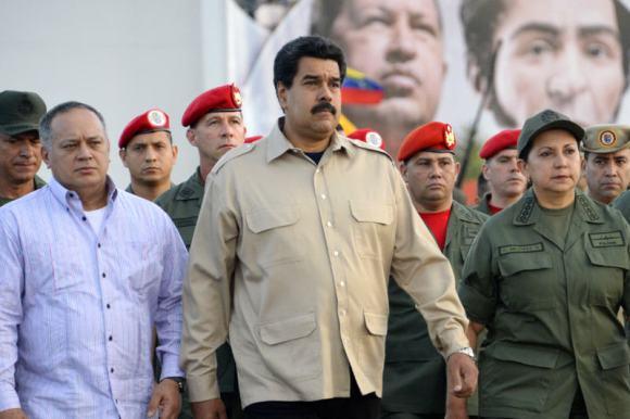 Nicolas-Maduro-con-Militares-de-alto-rango-Venezuela-2-800x533 (1)