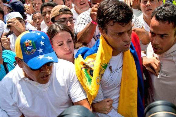 Leopoldo-Lopez-en-su-entrega-el-18-de-Febrero-2-800x533