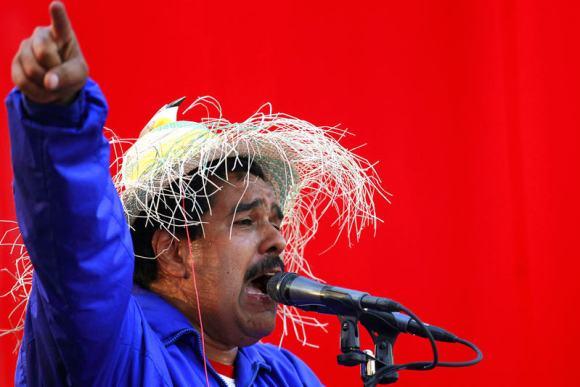 Nicolas-Maduro-pajaro-señala-amenaza-2