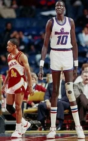 Antes la NBA molaba más: Basket viejuno - Página 3 Manute-Bol-1