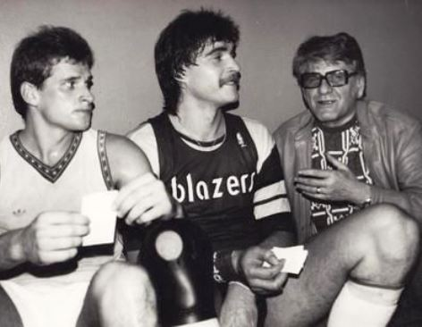 Sabonis con la camiseta de entrenamiento de los Blazers en 1986