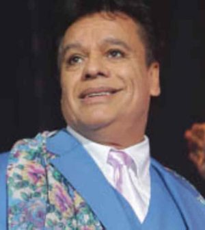 MIAMI, FL - SEPTEMBER 05: Juan Gabriel performs on stage during the opening night of his Volver 2014 tour at American Airlines Arena on September 5, 2014 in Miami, Florida. (Photo by Alexander Tamargo/Getty Images)