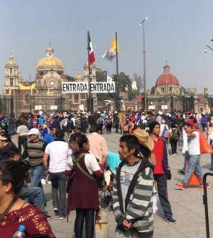 Resultado de imagen para Dan tacos, consomé y refresco a peregrinos que van a la Basílica