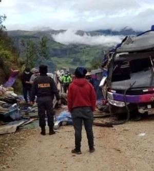 20 muertos al volcar un autobús en Perú
