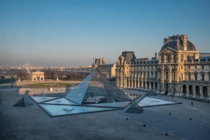 Cour-Napoléon-et-pyramide-©-2013-Musée-du-Louvre-Olivier-Ouadah