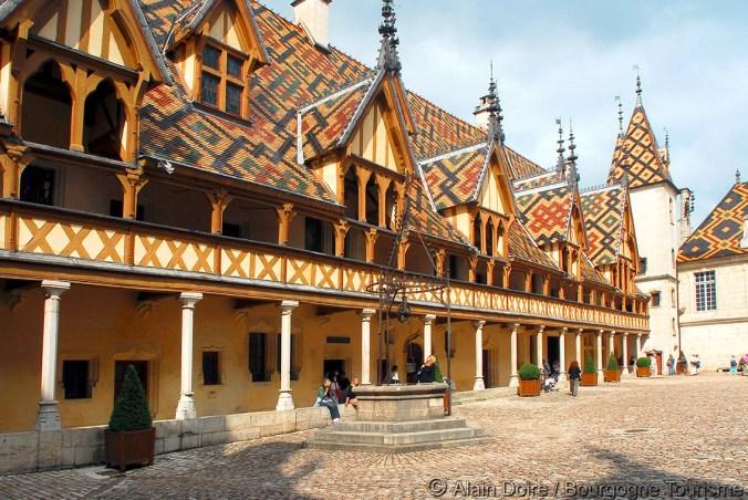 Beaune-Hotel-Dieu-_-Photo-Alain-Doire_Bourgogne-Tourisme