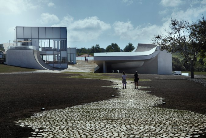 007-steven_holl-museum-of-ocean-and-surf