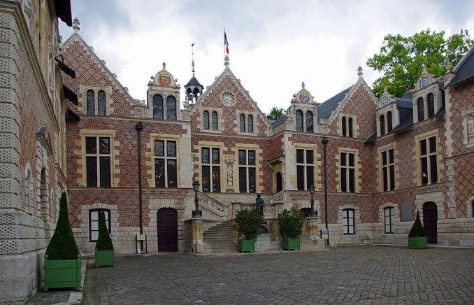 1024px-Hôtel_Groslot,_Orléans,_France,_2012. Foto Evolutik