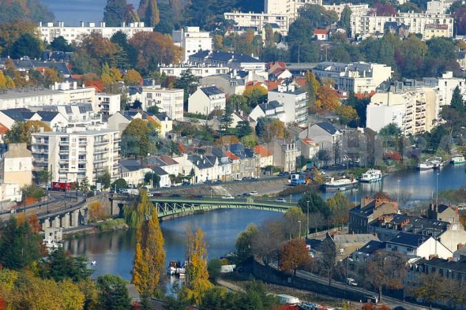 vue aerienne de nantes, centre ville, erdre, pont de la motte rouge, erdre dans le centre ville de nantes