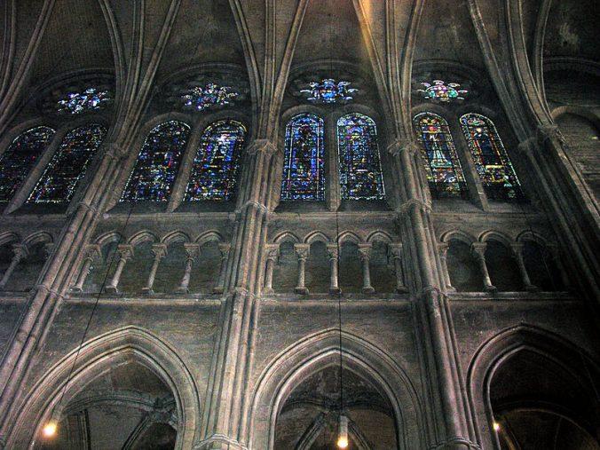 800px-Triforium_Chartres