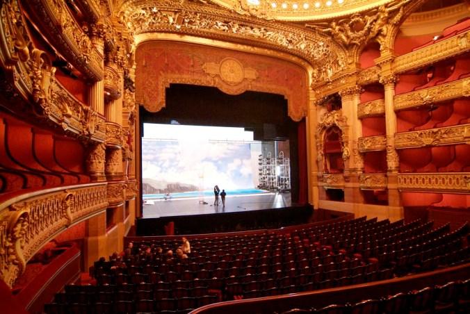 Scène_de_l'opéra_Garnier