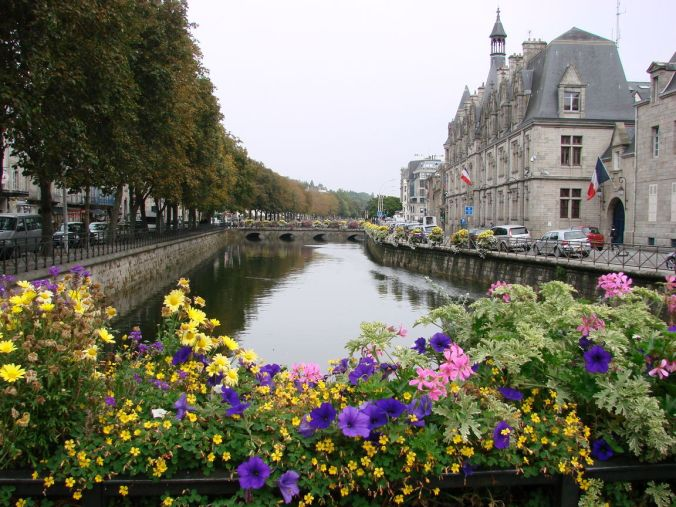 quimper__france-CANAL-BRIDGE-FLOWERS