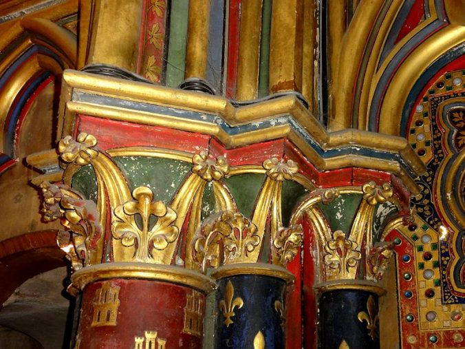 Paris_(75),_Sainte-Chapelle,_chapelle_basse,_chapiteaux_au_revers_de_la_façade Phptp Pierre Poschadel