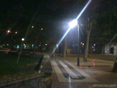 Aspersores apuntando mal en el parque de Los Juncos