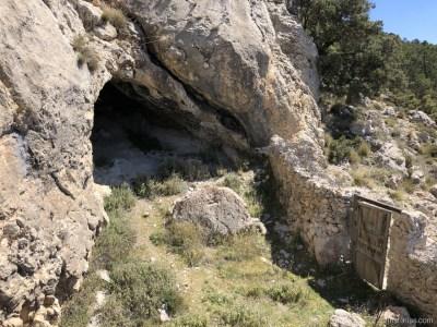 Una de las Cuevas de la Plata desde el exterior