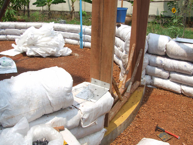 Picture of Stacking Soil-filled Bags