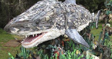 , 13 Esculturas gigantes hechas con residuos encontrados en la playa, para re-considerar el uso del plástico