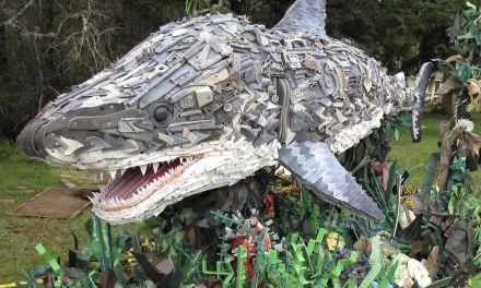 13 Esculturas gigantes hechas con residuos encontrados en la playa, para re-considerar el uso del plástico