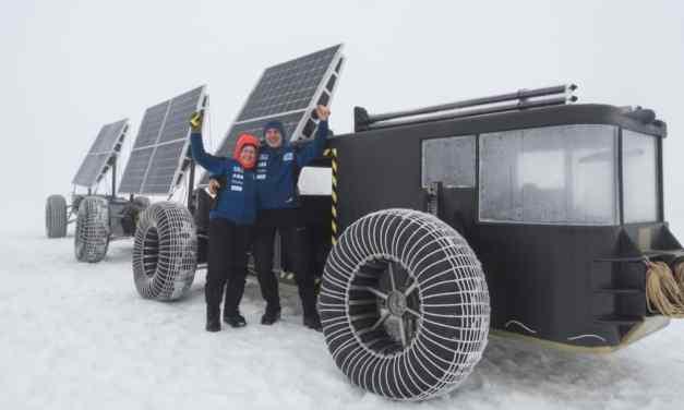 Una pareja viaja a Antártica en carro solar hecho con residuos de plástico