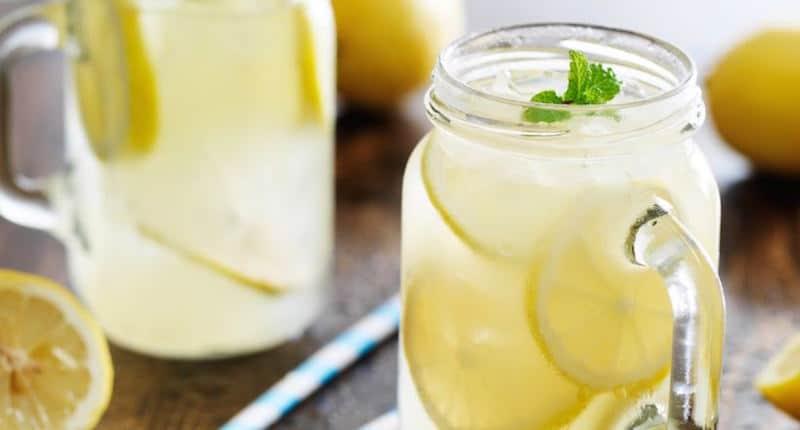 agua con limon bicarbonato y sal del himalaya