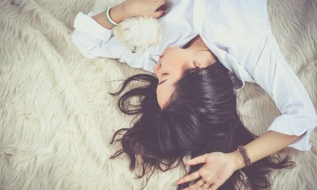 Estudio confirma que dormir con mantas pesadas ayuda a combatir el insomnio y la ansiedad en más del 60% de los casos