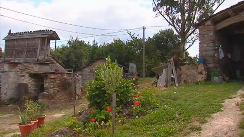 Un grupo de jubilados compra una aldea abandonada en Galicia para retirarse