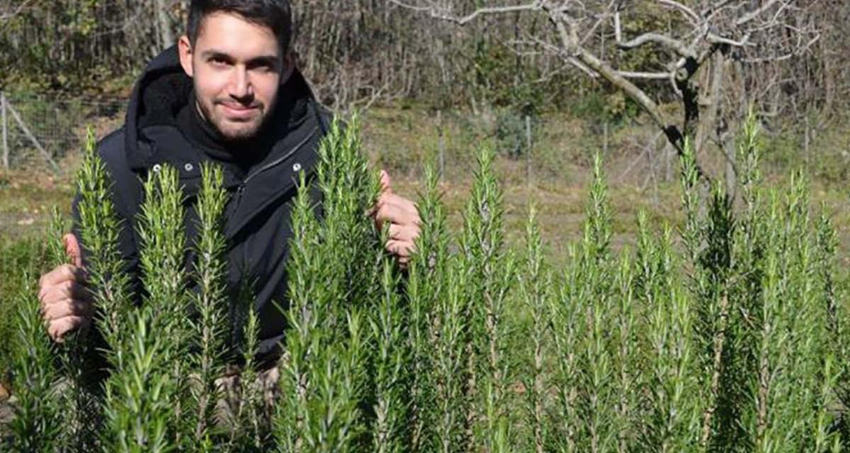 Se gradúa y pide una parcela de tierra como regalo: 'las especias y las plantas aromáticas son mi futuro'