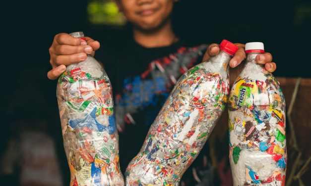 Cómo hacer un Eco-Ladrillo: el primer paso para eliminar los desechos no reciclables en el hogar