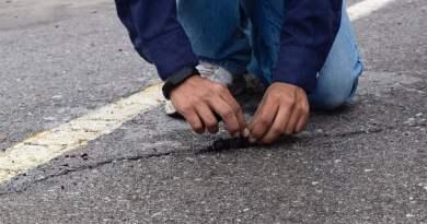 Asfalto hecho de neumáticos reciclados se regenera cuando llueve