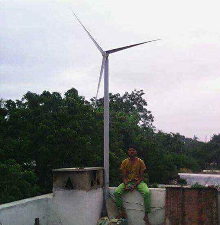 Ingeniero fabrica turbina eólica que provee electricidad y agua potable