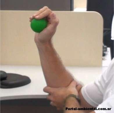 Ejercicio simple con una pelota de goma.