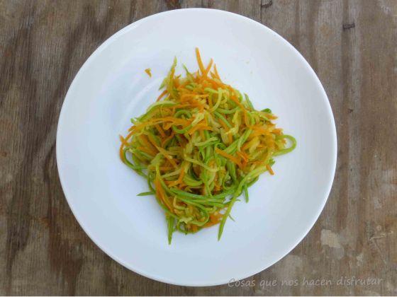 Espaguetis vegetales ( de calabacín y zanahorias)