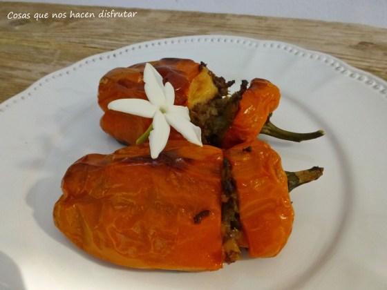 Morrones naranjas rellenos de carne