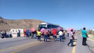 Bloquean carretera Torreón-Saltillo por falta de agua