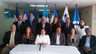 Los diputados del Parlamento Centro Americano Silvia García (PRD) y Ramón Emilio Goris (PHD), saludan CUMBRE IBEROAMERICANA.