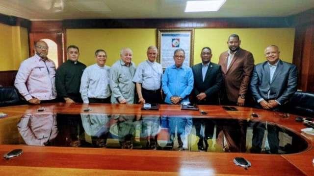 Obispado de San Francisco de Macorís y la DGDC gestionan mutuo acuerdo de cooperación.