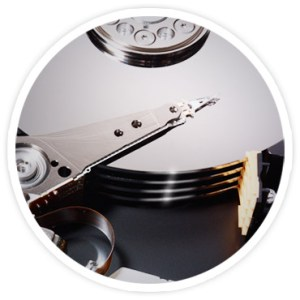 Foto parcial dos discos em um Seagate Barracuda.