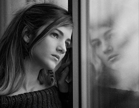 Muitas pessoas têm dificuldade para abrir seus sentimentos pelo medo de ser criticadas. Por isso, a psicoterapia é uma alternativa a essa questão.