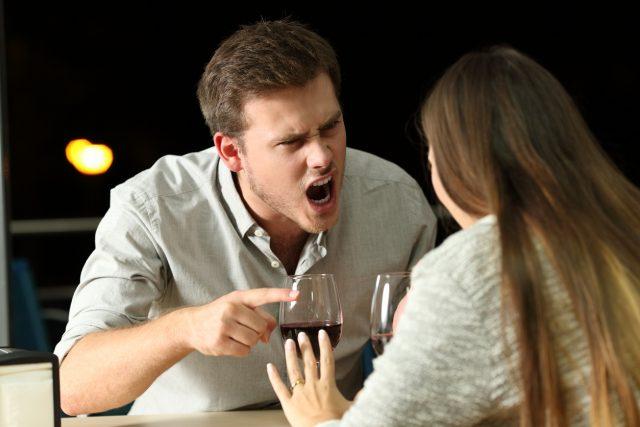 Agressividade - quando as consequências vão além da má impressão psicólogo Elidio Almeida terapia de casal em Salvador