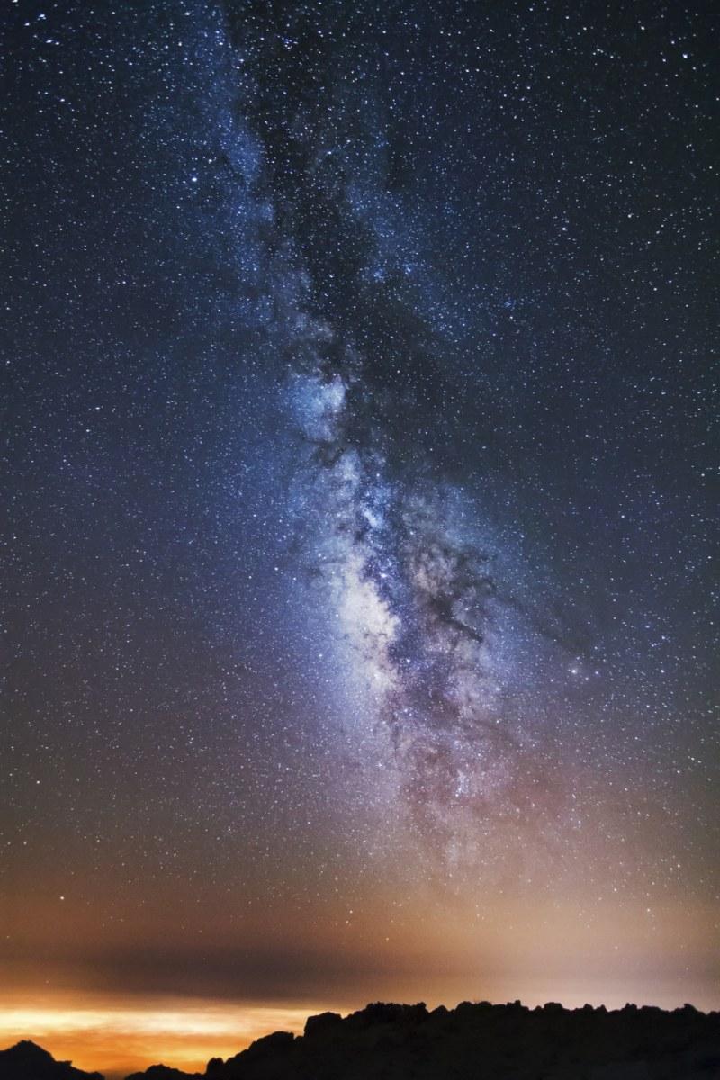 Ilhas Canárias: Observar o rastro leitoso de nossa galáxia à noite nas Ilhas Canárias nos lembram de nosso tamanho e faz refletir na complexidade do Universo