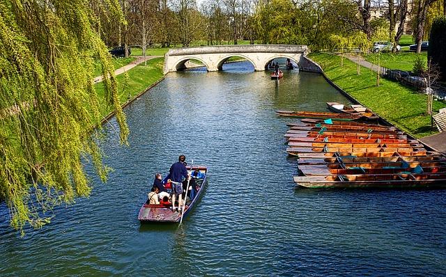 Punting à Cambridge (barque à fond plat) - Eli in England